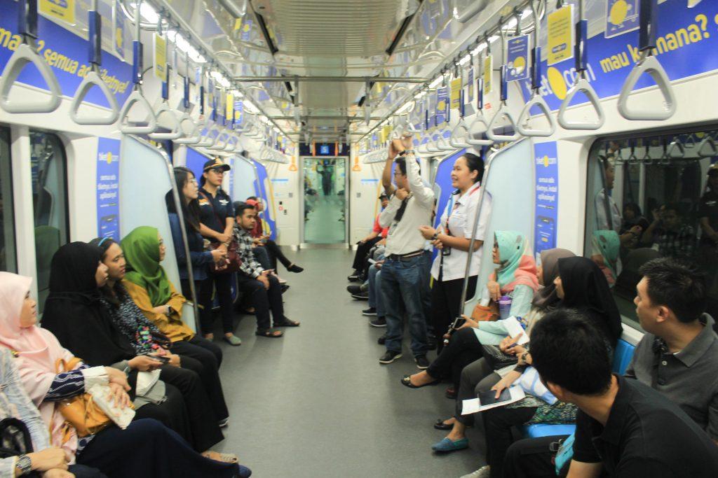 DKI Jakarta showcases public transport, climate village to other IDN